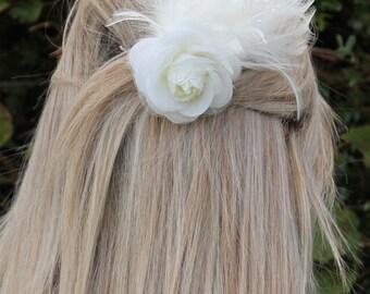 Ivory bridal comb feather fascinator/ decorative comb/ headpiece Bridesmaid, Bride, wedding guest