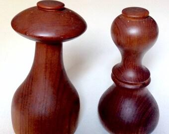Vintage pair of Dansk wood pepper mills grinders Jens Quistgaard Denmark IHQ