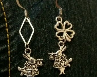 Earrings inspired by Alice in the Wonderland