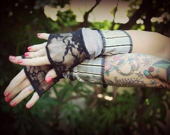 SALE 25% OFF!!! Wristwarmers 4 - Grey Pinstripe Black