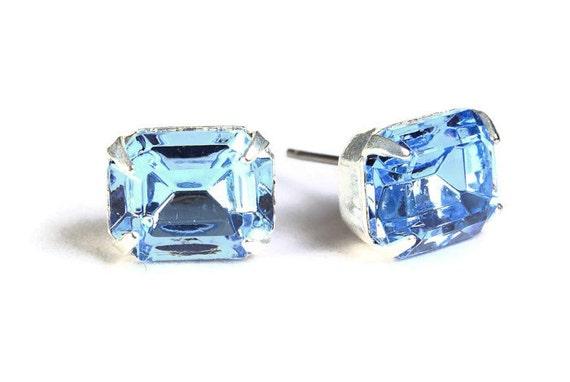 Estate style blue rhinestone crystal stud earrings (601)