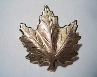 Vintage Maple Leaf Pin gold tone ~ Mabel loves long walks in the forest. Moddities