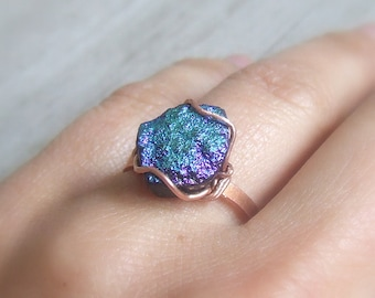 Druzy titanium agate ring, peacock colored raw stone ring, rustic look jewelry, adjustable copper ring