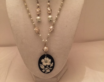 Black and White Pretty Petal Pendant Beaded Jewelry Set