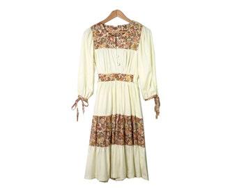 Vintage 70s Ivory Prairie Boho Hippie Floral Panel Dress Size S