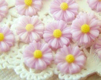 Chic 9mm Pale Lavender Resin Daisy Flower Cabochon - 8