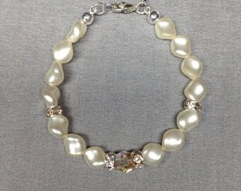 Swarovski Crystal Curved  Pearl Bracelet in Cream Rose