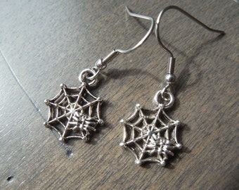 Spider earrings, arachnid earrings, gothic earrings, drow jewel, dark elf earrings, spider web earrings, witche earrings