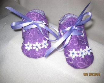 Floral eyelit tie baby shoes