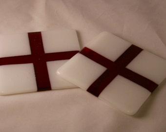 Sous-verres de croix de Saint-Georges - verre à la main rouge et blanc