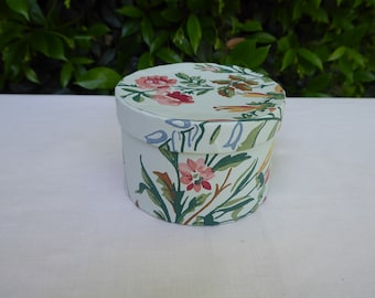 pale green flowered wallpaper,  band box