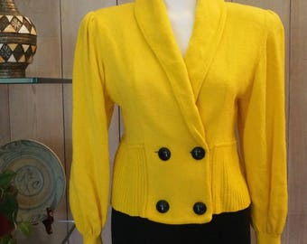 Free Shipping! Vtg. ST JOHN for Neiman Marcus Yellow Short Buttoned Jacket Sweater- Size 8
