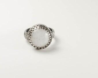 White Moonstone Vintage Look Ring, Sterling silver ring, vintage style, moonstone, romantic style, oxidized silver white moonstone