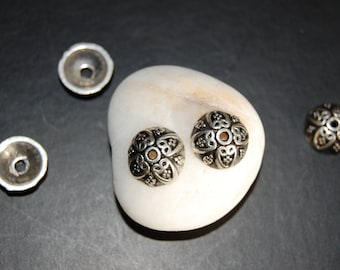 4 bead round silver metal caps