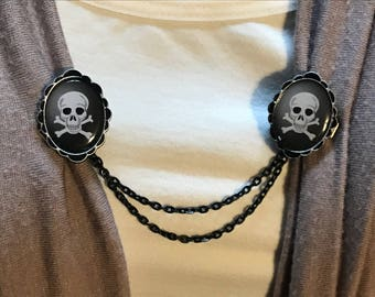 Sweater Clips: Skull and Cross Bones with Teeth