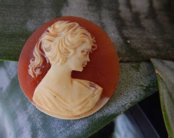 Vintage Shell Cameo Brooch For Jewelry making Vintage 1960s