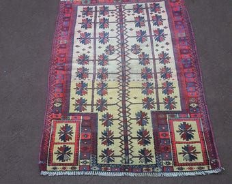 """3x4 vintage rug, small area rug. Size: 2'9"""" x 3'10"""""""