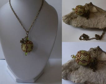 Green and bronze beaded bead pendant