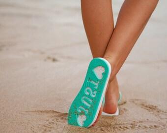 June 2018:  Just Married Imprint Honeymoon / Beach Wedding Flip Flops Slippers Stamp In Sand