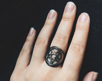 Pentagram Penny Ring // antiqued copper penny set in matching copper // from Mod Evil