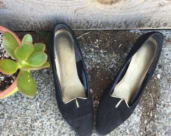 Vintage 60s size 6.5 black and gold suede party pumps