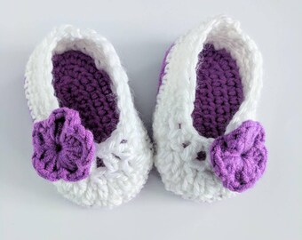 Crochet baby girl booties, shoes, baby girl shoes. Baby shower gift