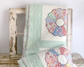 Vintage Dresden Plate Quilt, Vintage Quilt, Green White Vintage Quilt, Hand Made Quilt, Vintage Farmhouse Quilt