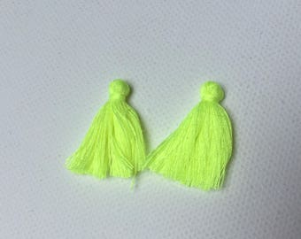 Set of 2 tassels in 25 mm neon yellow cotton