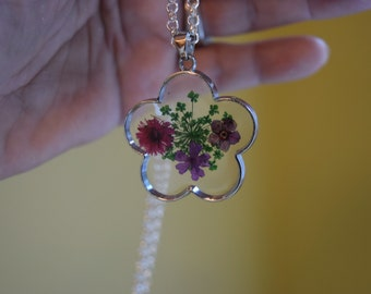 Gift For Wife Gift For Mom Flower Pendant;Pendants;Wildflowers;Botanical Jewelry;Flower Necklace;Flower Jewelry;Flower Gifts;Resin Jewelry