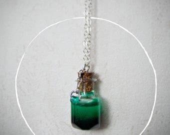 "Necklace pendant small vial ""Smaragd"""