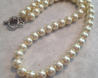 Off White Pearl Necklace