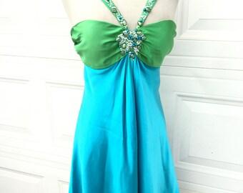 Un millésime que 1990 s NOS magnifique Marc Bouwer perlé lapidé bleu vert sexy de soie robe de cocktail taille XS