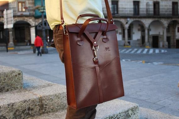 Brown leather laptop bag. Handbag with removable shoulder strap and front pockets. Designed by Ludena.