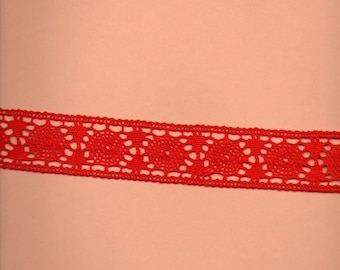 Red cotton between two large 3.5 cm (stranded 666)