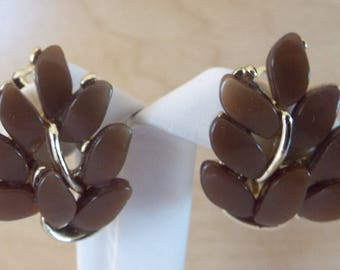 Vintage Claudette Brown Thermoset Plastic Gold Tone Clip On Earrings
