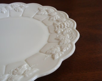 Westmoreland PANELED GRAPE Milk Glass 10-1/2 Inch Dinner Plate!