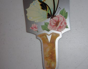 Gorgeous unused 1920's-30's die cut silver gilded large fan shaped bridge tally with pretty butterfly pink roses