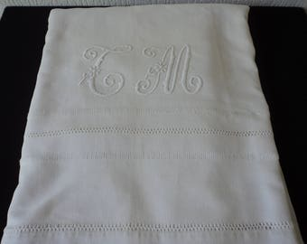 Stunning French Vintage linen embroidered sheet (04835)