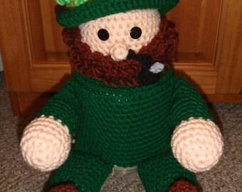 Free Amigurumi Leprechaun Pattern : Leprechaun door hanger crochet pattern st patricks day pot