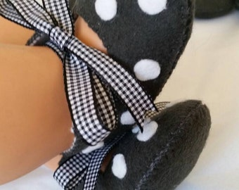 Dark grey with white spots woolfelt baby shoes