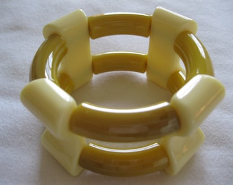 French 1940's Hard Plastic Resin Stretch Bracelet In Mustard And Cream
