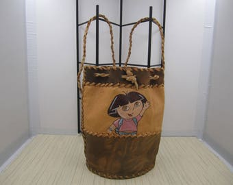 Girl's leather drawstring leather backpack with a pretty doodle figure
