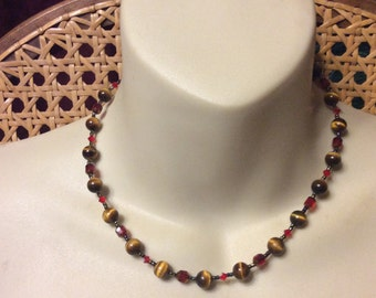 Mary Millsaps vintage tigers eye beads necklace.