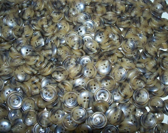 Bulk Lot. 500 Variegated, Brown Buttons. (Free US Shipping)