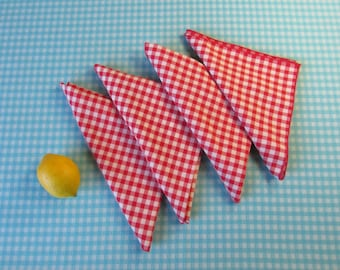 Vintage Gingham Cloth Napkins - Set of 4 - Dinner Size - Red and  White Check - Cotton/Poly Blend -Picnic Style -  Vintage  1970s