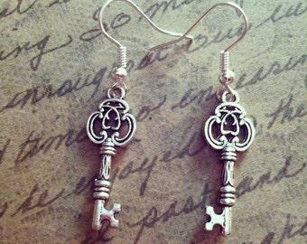 Elegant silver skeleton key earrings - gothic silver keys
