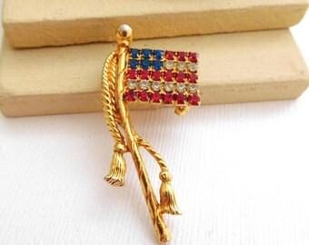 Vintage Red White Blue Rhinestone Gold American Flag Brooch Pin TT22