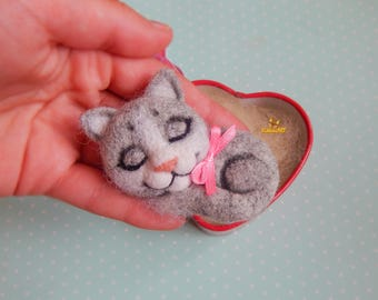 Felt brooch cat, sleeping cat, brooch cat pet portrait needle felted brooch, Needle felted Animals jewelry brooch jewelry cat cat lover gift