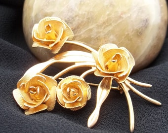 Vintage Costume Gold Tone Rose brooch Pin.