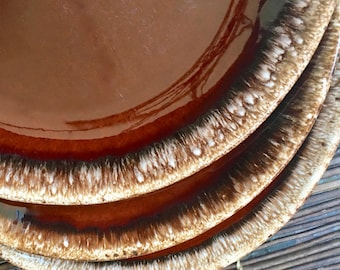 Brown Drip Dinner Plate, Excellent Condition, Oven Proof Hull Pottery Crooksville Ohio 1960s
